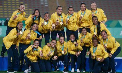 Lima, samedi 10 août 2019 - L'équipe de Colombie de football pose après avoir gagné la médaille d'or contre l'Argentine à l'Estadio San Marcos aux jeux panaméricains de Lima 2019.