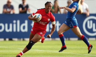 Le 5 décembre 2019, Charity Williams, du Canada, court marquer l'essai face à la Russie lors de la première journée de la compétition Emirates Airline Dubai Rugby Sevens 2019